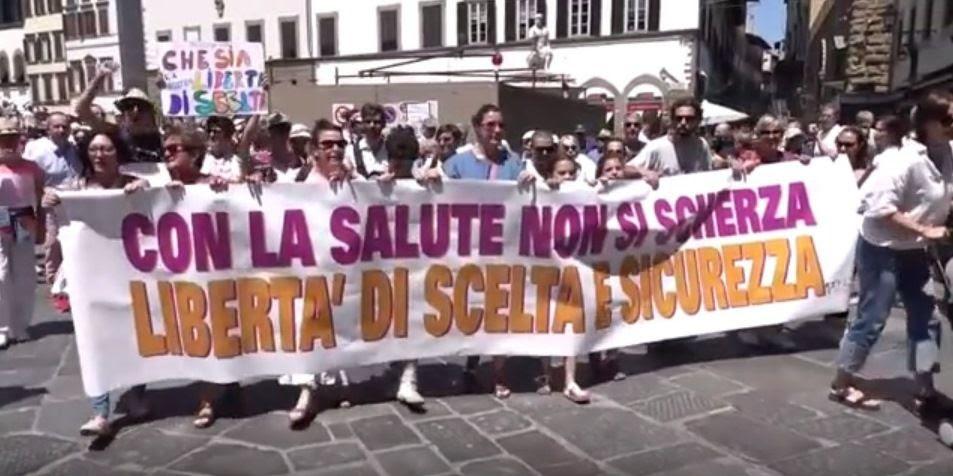 Les Italiens descendent dans la rue pour dire NON aux obligations vaccinales
