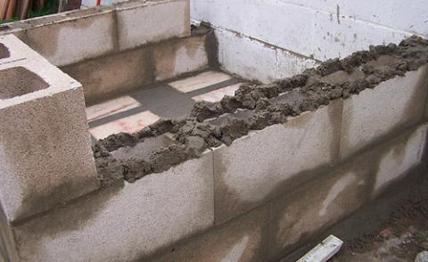 Cemento se usa para pegar ladrillos