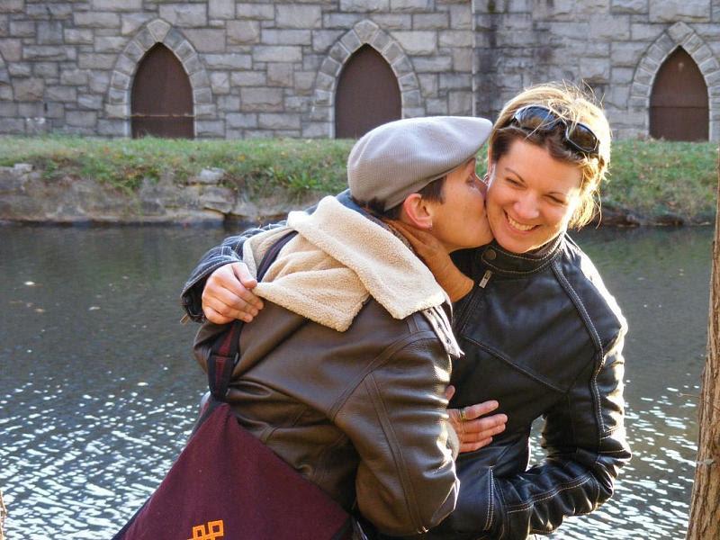 Kimbo Kissing Carolyn rszd