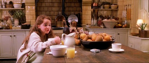 practicalmagic_kitchen_pears_cleanupyourownmess