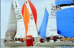 J/24s sailing SPI Ouest France