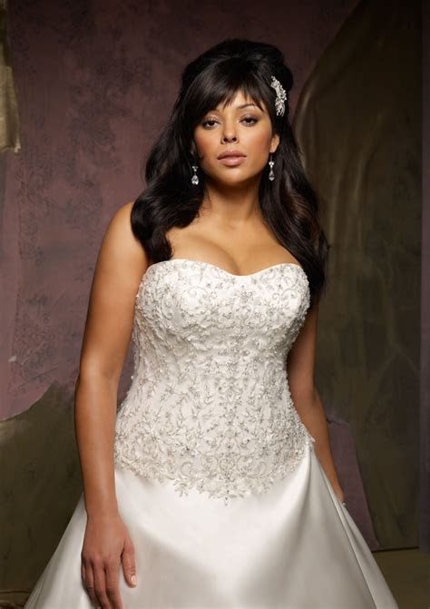 Bridal Fashion Show : Plus size wedding dresses