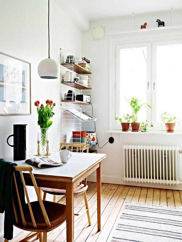 litet men ljust kök/matplats med string-hylla #stringhylla #nissestrinning