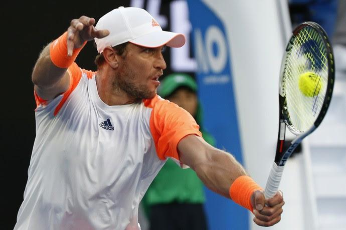 Misha Zverev na partida contra Roger Federer pelo Aberto da Austrália (Foto: REUTERS/Issei Kato)