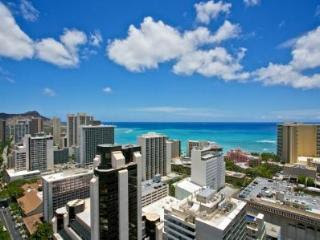 Royal Kuhio Beautiful 2bd/2bth/1prk Penthouse in Waikiki, Honolulu