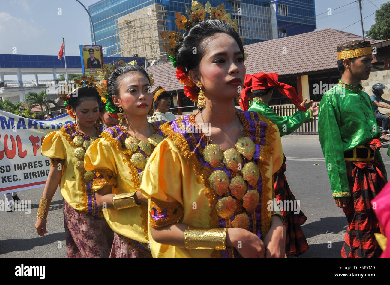 Makassar, Indonesia. 08th Nov, 2015. People wear traditional South Stock Photo, Royalty Free