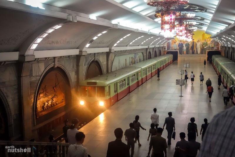 Conheça o metrô da Coreia do Norte (Foto: Elliott Davies)