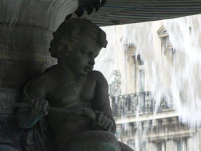 Statue sur Fontaine.jpg