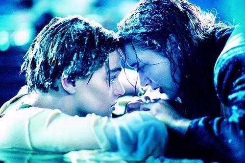 Rose: Eu amo você. Jack: Nada disso, nada de despedidas, ainda não, entendeu? Rose: estou com tanto frio!Jack: Escute Rose, você vai sair daqui, continuará viva, terá filhos, e vai ve-los crescer, voce vai morrer bem velha, quentinha numa cama, não aqui, não esta noite, não desse jeito, entendeu? Rose: Eu não sinto meu corpo. Jack: Rose, ganhar a passagem foi a melhor coisa que me aconteceu. Porque me trouxe ate você. E fico grato por isso rose, fico grato. Voce precisa me dar esta honra, precisa prometer que vai sobreviver, que não vai desistir não importa o que aconteça, por mais desesperador, pometa isso agora Rose e nunca desista de cumprir essa promessa. Rose: Eu prometo. Jack: Nunca desista. Rose: Não vou desistir Jack, não vou desistir.