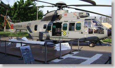 Primeiro helicóptero EC-725 entregue à Marinha ao lado do míssil AM-39 Exocet.