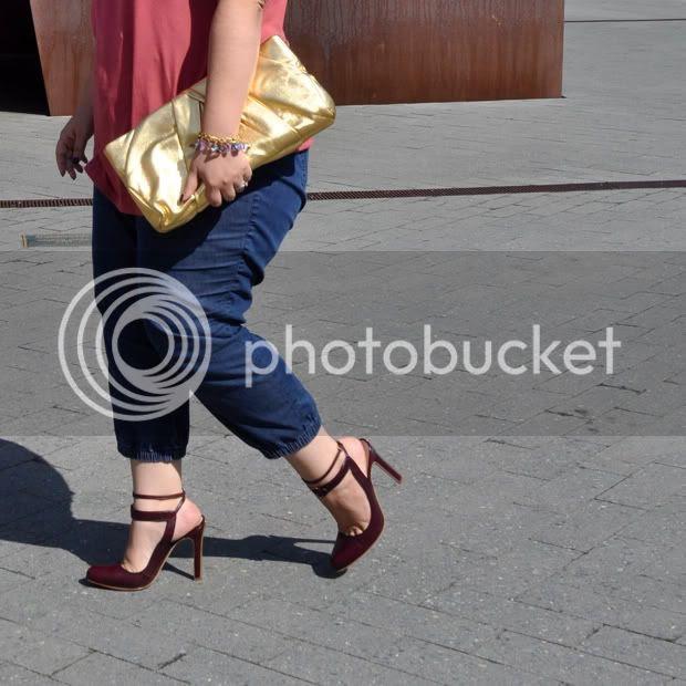 D Vs R Sized Shoes
