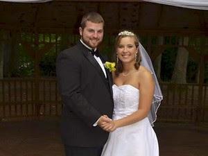 Jeremy e Justice Stamper em foto tirada em seu primeiro casamento, em agosto de 2014 (Foto: Reprodução/ Facebook/ Jeremy Stamper)