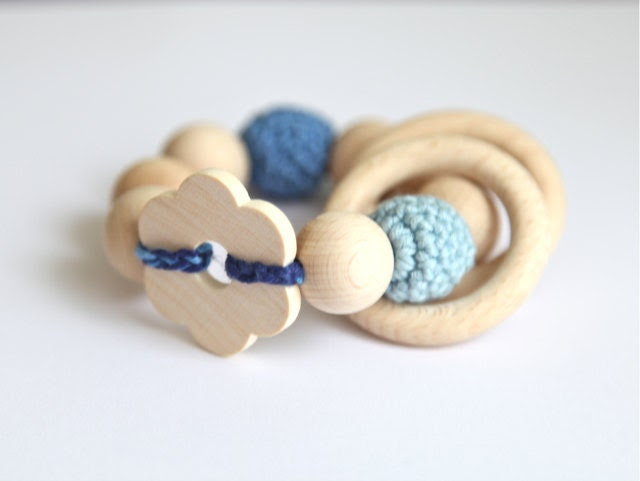 Summer flower toy. Teething toy with crochet wooden beads and 2 wooden rings. Blue and light blue wooden beads rattle. - nihamaj