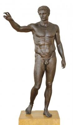 Ο Έφηβος των Αντικυθήρων, γύρω στα 340-330 π.Χ. Έχει ερμηνευτεί κατά καιρούς ως Απόλλωνας, Λόγιος Ερμής, Ηρακλής