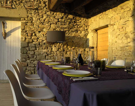 Cottage home in Tuscany by Martin and Garotin