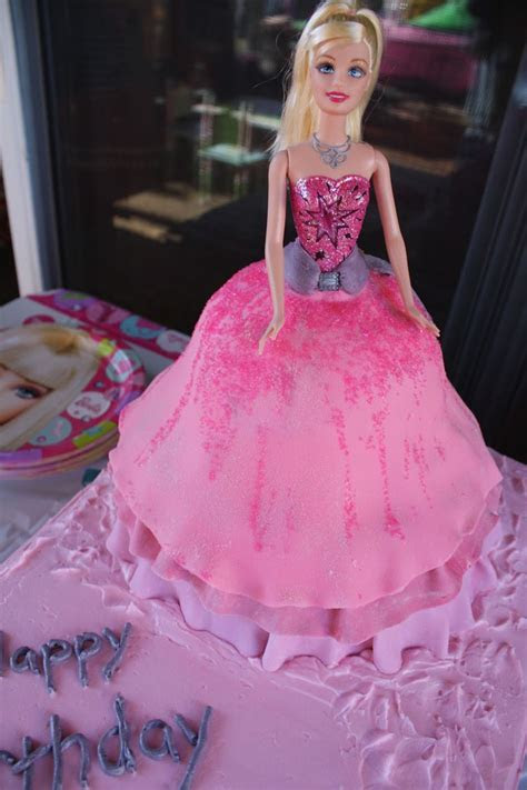 Happy birthday cake ? Barbie