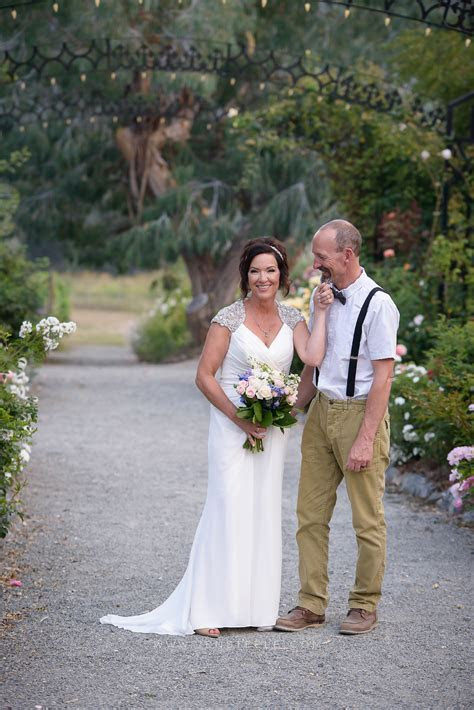 ELOPEMENT AT THE GARDENS AT HCP   JEN STEELE