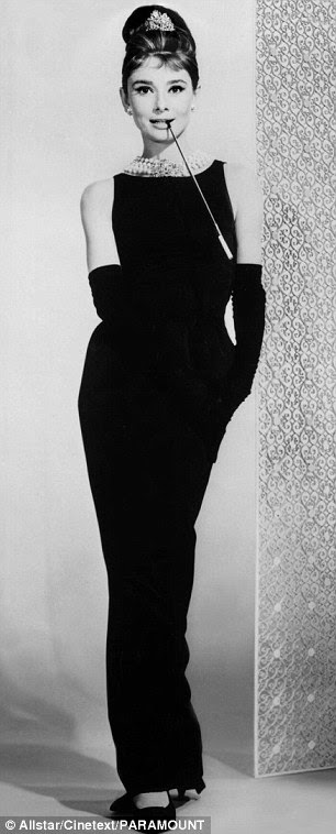 As mulheres ainda aspiram ao simples vestido preto usado por Audrey Hepburn como Holly Golightly no filme Breakfast at Tiffany Sixties de