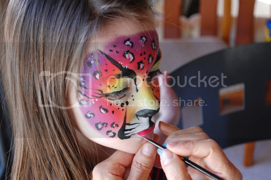 Bobbys Outlet Face Painting