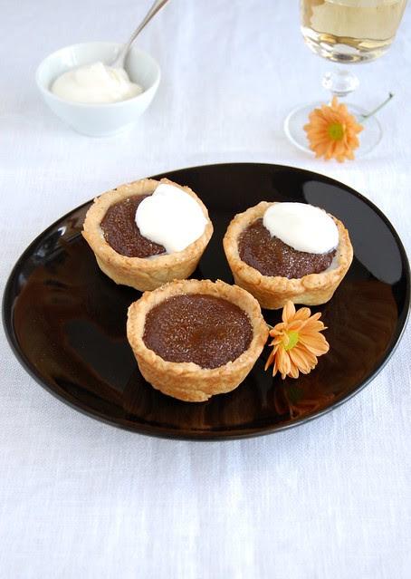 Chocolate crème brulée tartlets / Tortinhas de crème brûlée de chocolate