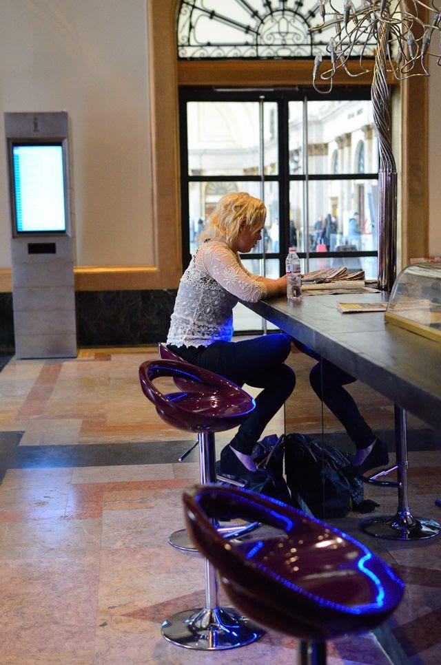 Girl at bar [enlarge]
