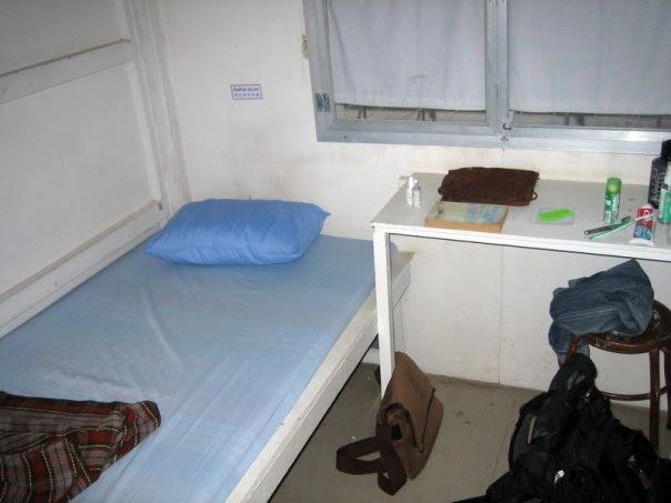 File:Prachenburi vipassana center room.jpg
