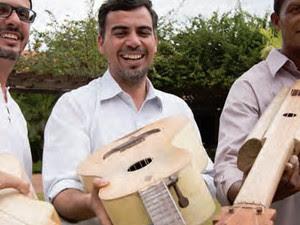 """Sidnei Duarte, Rodolfo Vidal e Maurício Ribeiro apresentam o show """"Violas Singulares"""".  (Foto: Frank Buzatt/Divulgação)"""