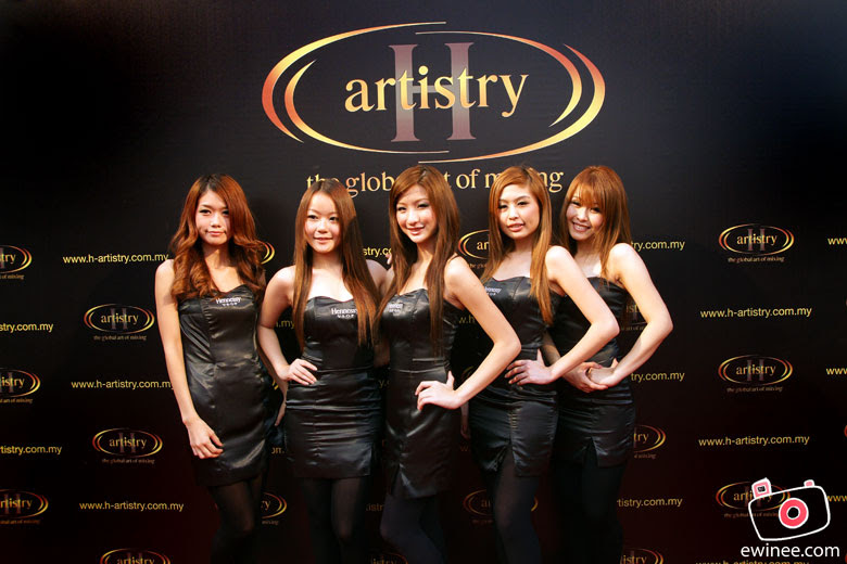 HENNESSY-ARTISTY-THE-OPERA-girls