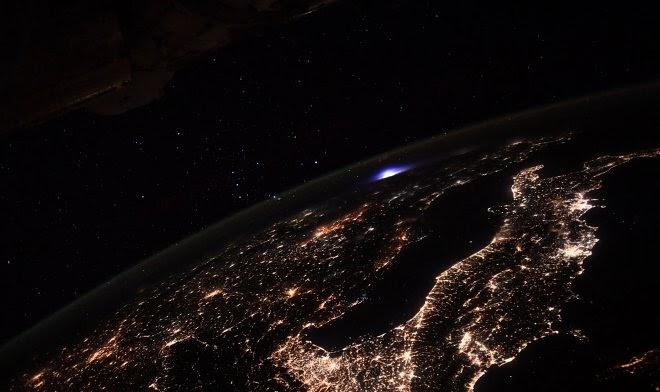 Астронавты на МКС заметили загадочное сияние над Европой