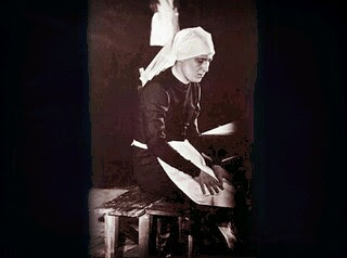 El Obispo de Alcala, en 1966, travestido de mujer. La verdad es que como travesti gana mucho...Foto propiedad de la Revista INTERVIU. by Kholob