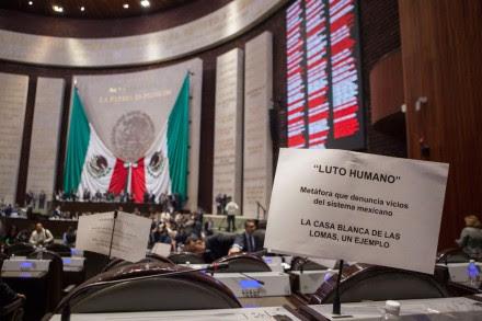 """Diputados protestan contra la """"Casa Blanca"""" en San Lázaro. Foto: Octavio Gómez"""