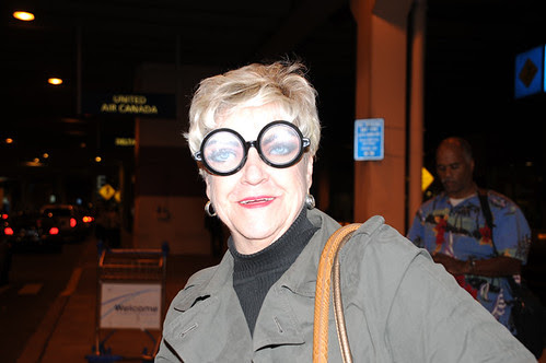 I always wear these glasses when someone picks me up from the airport_3488 web