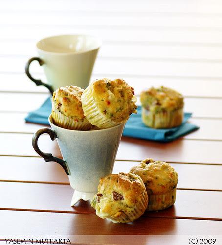 Sosisli Otlu Çörek