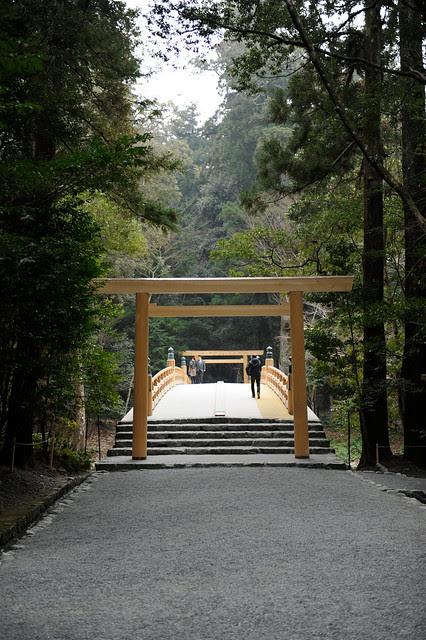 20110206 Ise 4 (New torii)