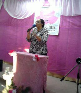 Misisonária Helena Paula ministrou estudos bíblicos para as irmãs