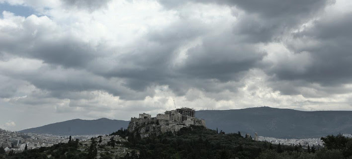 Reuters: Η Ελλάδα δίνει τα τελευταία της χρήματα για μισθούς και συντάξεις