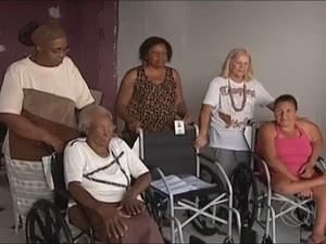 cadeira de rodas doadas uberlândia (Foto: Reprodução/TV Integração)