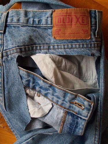 Sorry opa, ik knipte je broek kapot