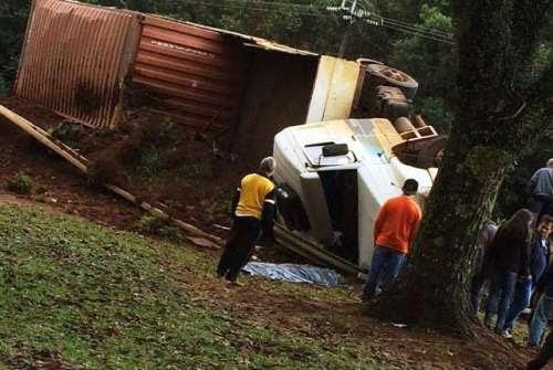 Ibema - Um grave acidente tirou a vida de um caminhoneiro na BR 277. Veja vídeo