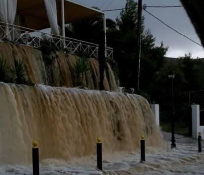 Καταιγίδα `τέρας πνίγει` την Κεφαλονιά - Χωρίς ρεύμα το νησί - Κινδυνεύουν άνθρωποι