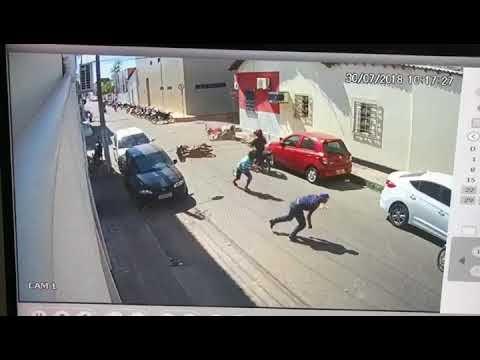 Chapadinha: Assaltantes sofrem acidente, tomam moto e fogem.