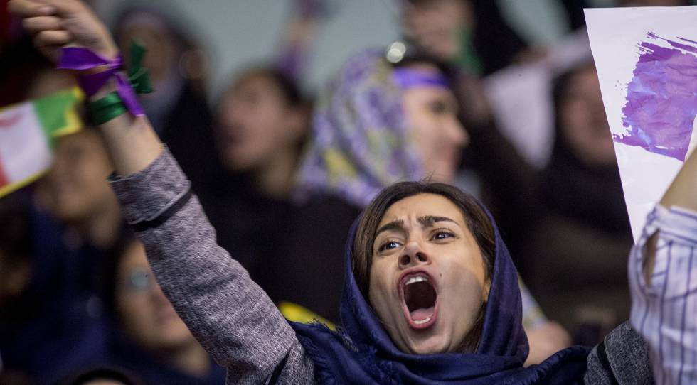 Una partidaria del presidente Rohaní, durante un mitin del candidato presidencial en Teherán, este sábado.