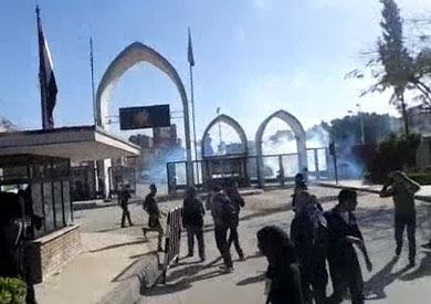 http://www.shorouknews.com/uploadedimages/Sections/Egypt/Eg-Politics/original/Clashes-at-the-University-of-Assiut1802.jpg