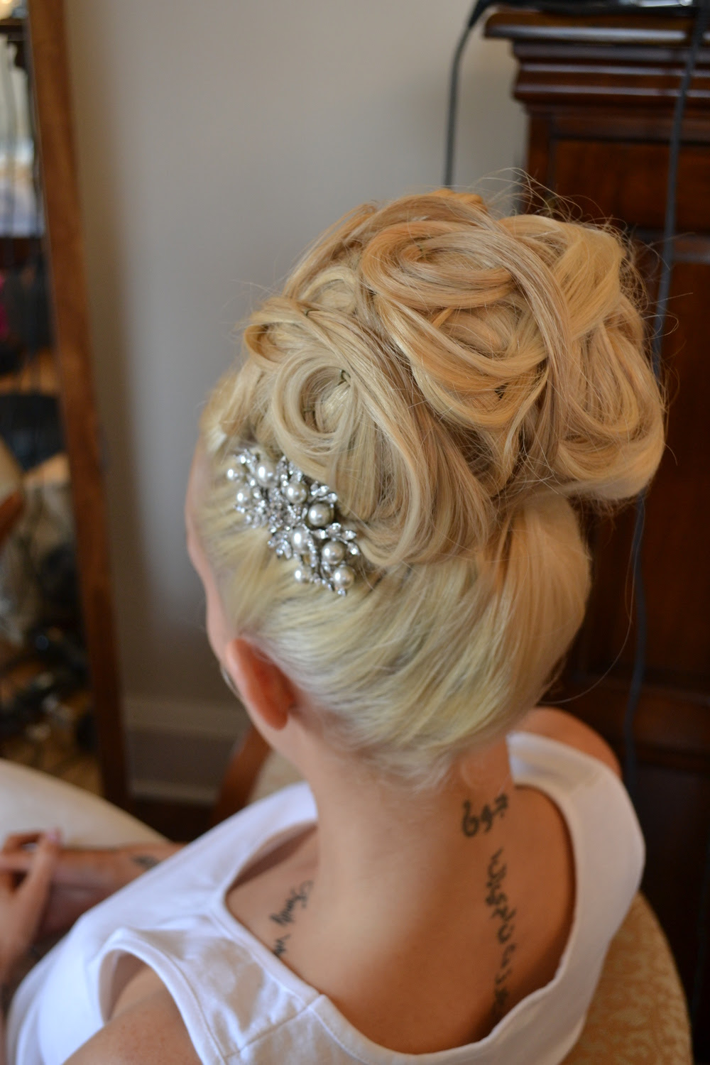 Soft Unstructured Wedding Hair Inspired by red carpet trends. 1000s of wedding photos