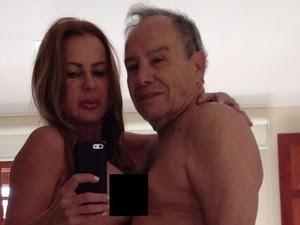 Imagens nas quais Stenio Garcia e a esposa aparecem nus vazaram na internet na terça-feira (29) (Foto: Reprodução/ Whatsapp)