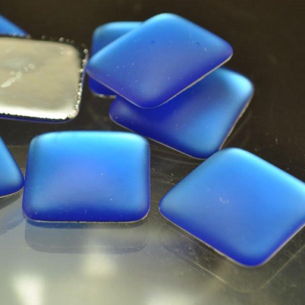 s33936 LunaSoft - Cabochon - 17 mm Square - Blueberry (1)