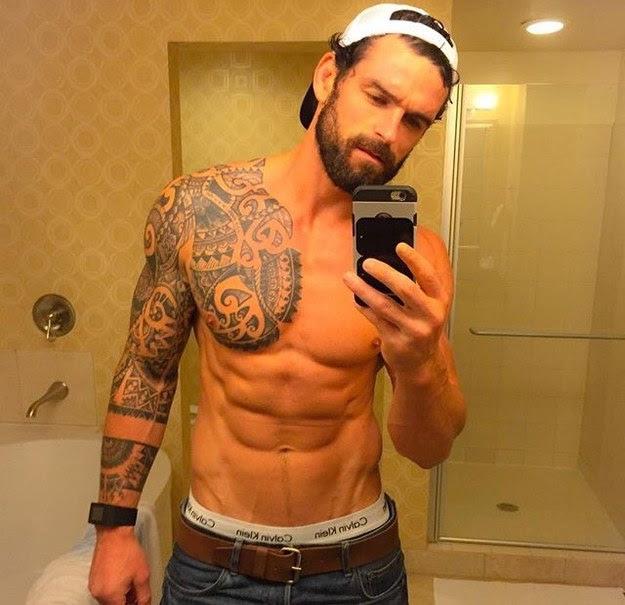 Top Los Hombres Más Atractivos Y Guapos Con Tatuajes Cabroworld