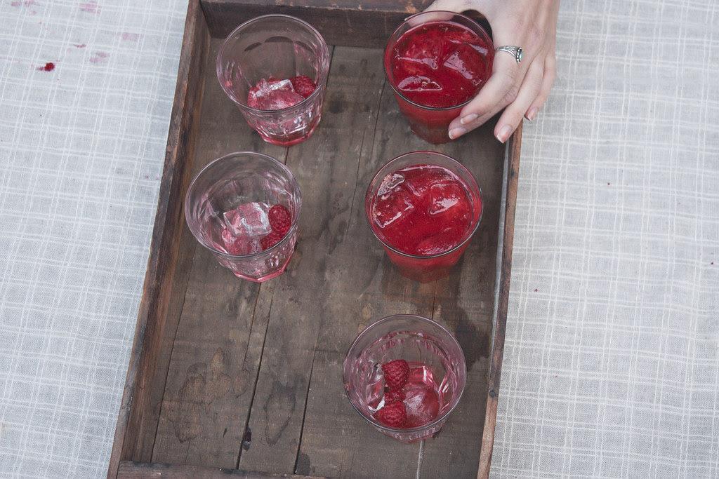 raspberry lemonade [hand]