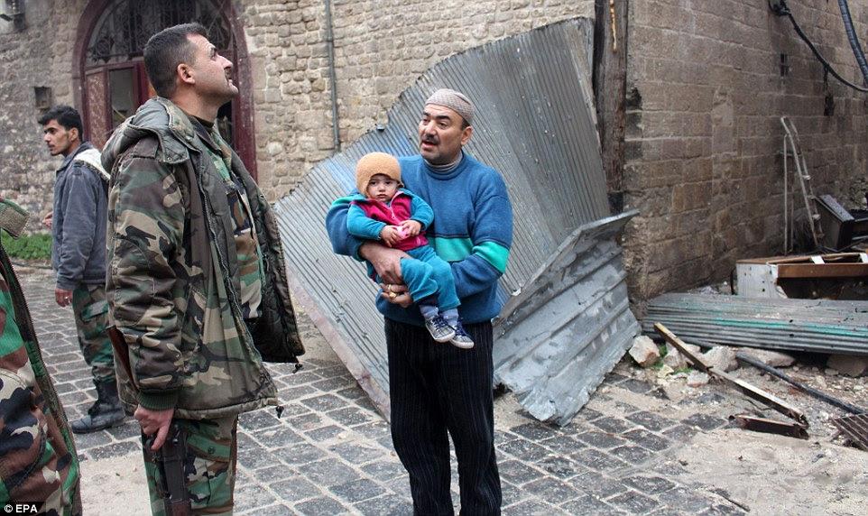 Um cessar-fogo projetado para permitido milhares de civis a deixar Aleppo com segurança entrou em colapso nesta manhã em meio a relatos pesados combates e ataques aéreos retomaram