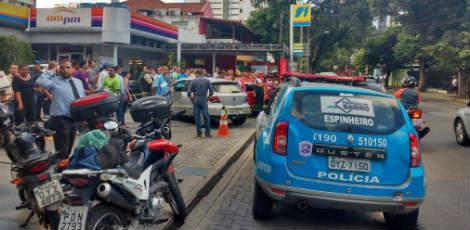 Vítima foi atingida por tiros dentro do veículo / Foto: Júnior Bezerra/Cortesia